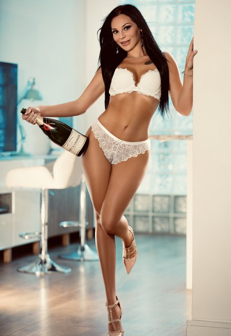 Black hair london escort Alya located in Earl's Court picture 4