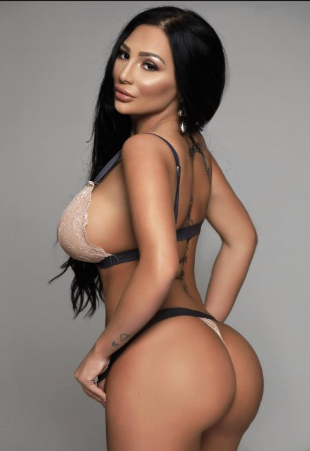 Black hair london escort Alya located in Earl's Court picture 0