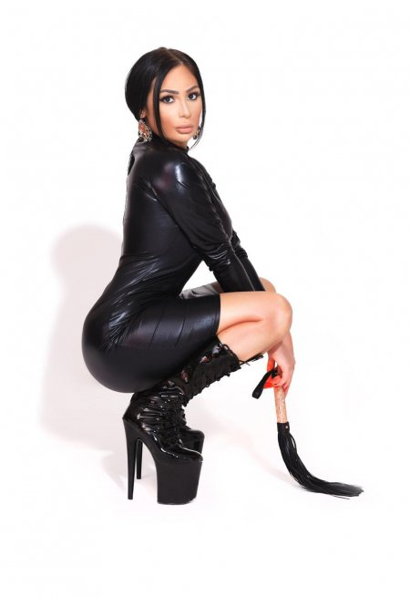 Black hair london escort Alya located in Earl's Court picture 1