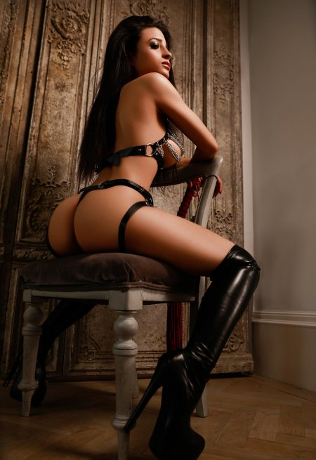 Black hair london escort Amaya located in Marylebone picture 3