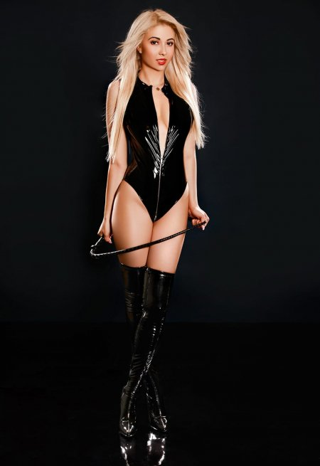 Blonde hair london escort Cassandra  located in Mayfair picture 9