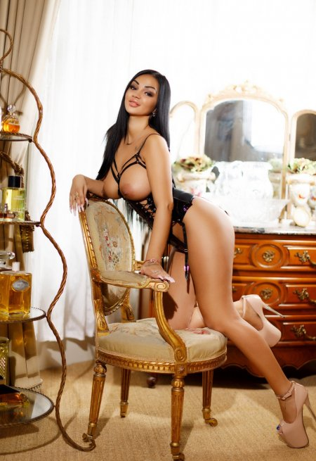 Black hair london escort Jacqueline located in Mayfair picture 2