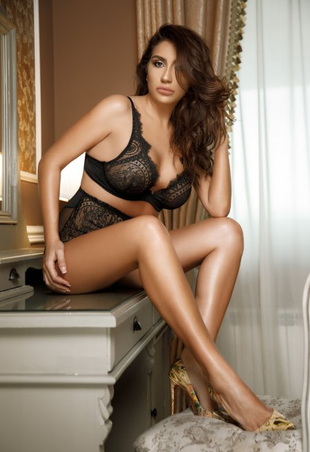 Brown  hair london escort Megan located in Marble arch picture 2