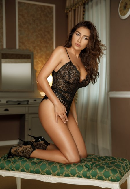 Brown  hair london escort Megan located in Marble arch picture 1